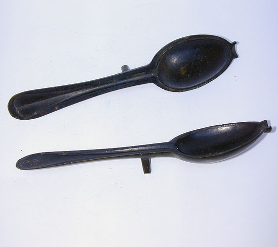 A Bronze Rat Tail Spoon Mold